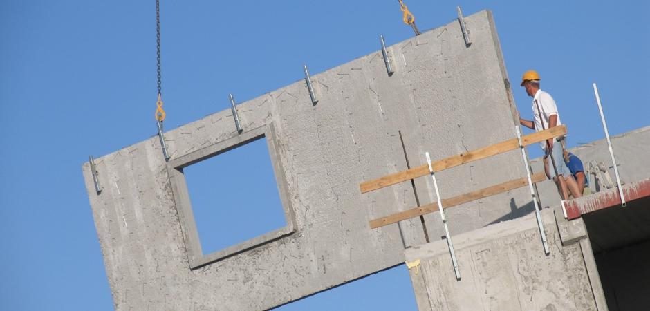 kranfører ved montage af betonelementer